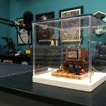 Chinov-acrylic countertop display case