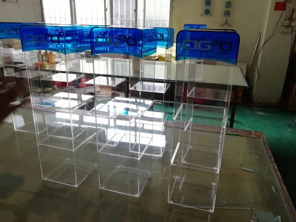 Chinov Display's clear acrylic display case for USA