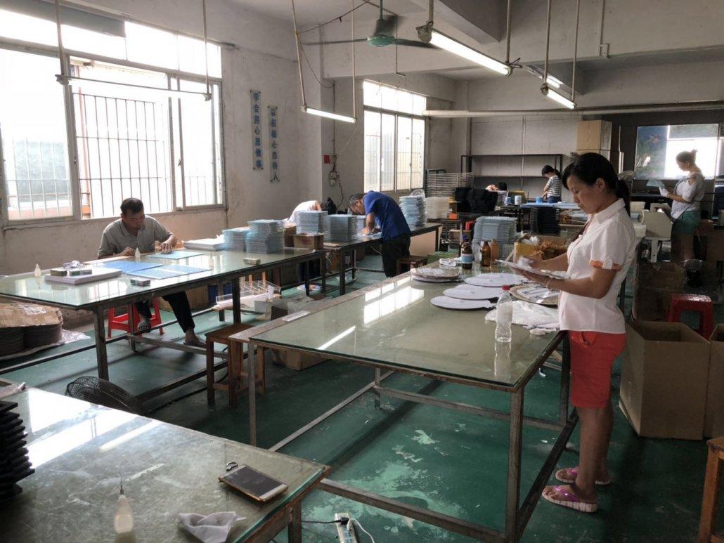 Chinov Display's manufacturing workshop