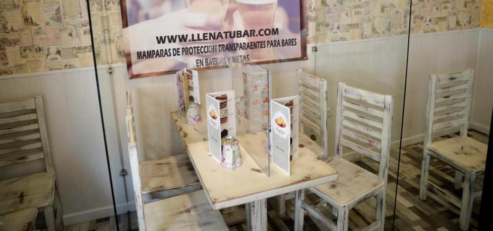 Plexi Barrier Dinning Desk Partition