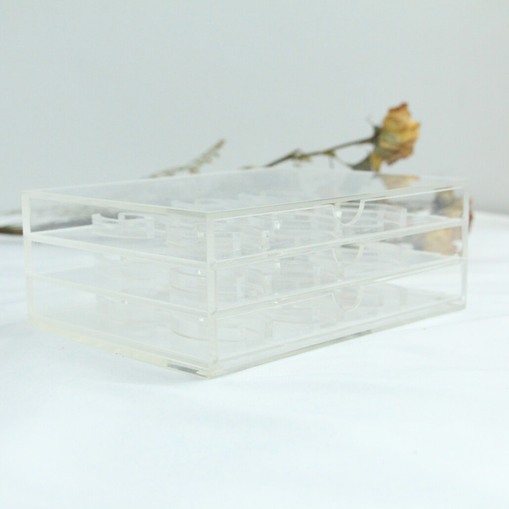 6.73x5x2.5 acrylic lash box
