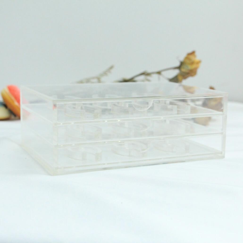 acrylic eyelash box for displaying 18 pairs of falselashes